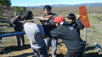 alumnos de cholila fabrican generadores eolicos para familias carenciadas