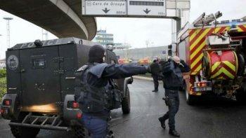 El momento de pánico tras el tiroteo en el aeropuerto de Orly