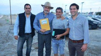 Maximiliano Sampaoli, Othar Macharashvili, Carlos Agustacci y Juan Pablo Luque durante la entrega de aportes en el Club Tiro Federal.