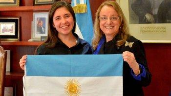 La joven escritora Sheila Lincheski compartió una amena reunión con la gobernadora Alicia Kirchner.