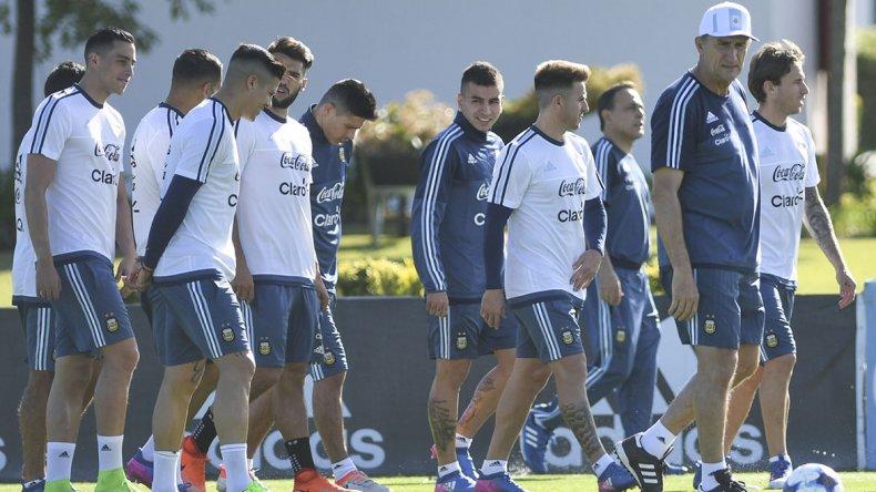 La selección argentina cumplió en la tarde de ayer en el predio de Ezeiza con su primer entrenamiento de cara al duelo con Chile.