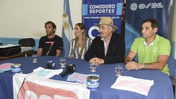 Dirigentes de Nueva Generación en compañía de OSDE y el Ente Comodoro Deportes en la presentación de la 6ª edición de la Copa Pueyrredón.