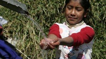 por ano mueren 3,5 millones de personas por falta de agua potable