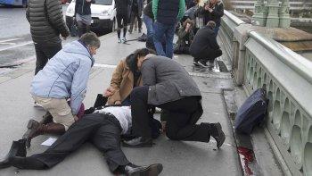 La Policía británica reportó un tiroteo en el puente de Westminster y en los alrededores del Parlamento.
