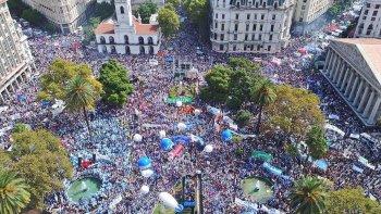 La Marcha Federal Educativa finalizó con un multitudinario acto en Plaza de Mayo.