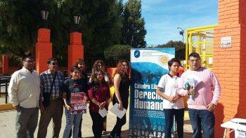 En la plaza de la Escuela 83, la Cátedra Libre de Derechos Humanos anunció las actividades por el Día de la Memoria por la Verdad y la Justicia.