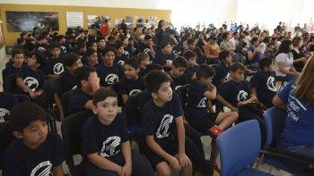 Los cien chicos que conforman la escuelita estuvieron presentes en un día histórico.