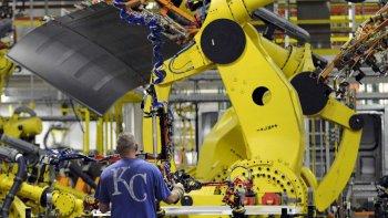 El fuerte avance de la automatización de rutinas y la inteligencia artificial (IA) pone en riesgo miles de fuentes de trabajo a futuro.
