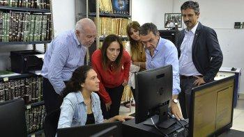 La gobernadora bonaerense, María Eugenia Vidal visitó el Registro Provincial de las Personas donde se digitalizarán las actas de nacimiento confeccionadas entre 1975 y 1981.
