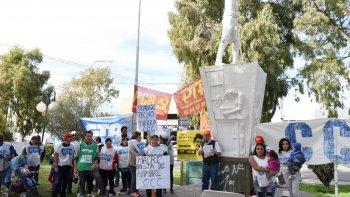 En el monumento al Trabajador la Corriente Clasista y Combativa, el Partido del Trabajo y del Pueblo, el Partido Revolucionario y la CTA conmemoraron el 24 de marzo y cuestionaron al Gobierno nacional.