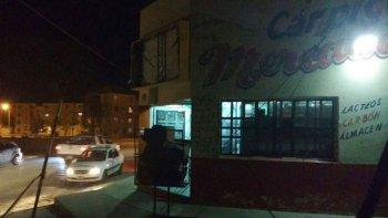 Además del asalto a mano armada que se produjo a una tercera frutería, el viernes ingresaron dos individuos a un mercado del barrio San Cayetano y golpearon con un caño al propietario.