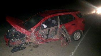 La Ford EcoSport quedó seriamente dañada y se le desprendió la cubierta delantera izquierda.