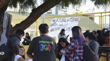 La Comisión de Medio Ambiente de la Universidad desarrolló ayer una radio abierta para visibilizar la crisis hídrica que afecta a Comodoro Rivadavia y la región.