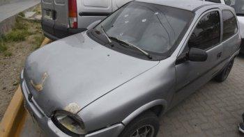 Así quedó el parabrisas del vehículo en el que se movilizaba la víctima el 1 de noviembre del año pasado luego de la agresión con arma de fuego.