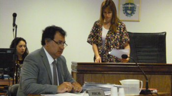El fiscal Gonzales Meneses acusó a la conductora del Duna que casi atropella a un policía.