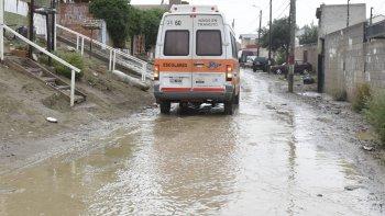 La lluvia caída en las últimas horas ya produjo varios inconvenientes en las calles de Comodoro.