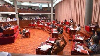 diputados del pj piden que en chubut se declare la emergencia hidrocarburifera