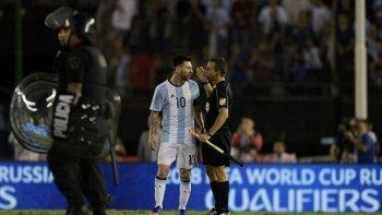 messi seria suspendido y se perderia el partido ante bolivia