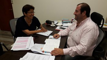El concejal Pablo Martínez se reunió ayer, en el Concejo, con la diputada provincial del FpV, Viviana Navarro.