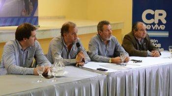 El intendente Carlos Linares encabezó ayer dos importantes licitaciones para los barrios Pueyrredón y René Favaloro.