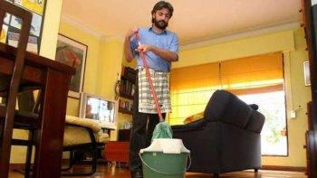 En promedio los hombres argentinos dedican 16 horas semanales a las tareas domésticas.
