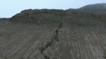 la fuerte lluvia desprende el barro del cerro chenque