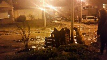 Vecinos del barrio El Mirador sufrieron un alud por rotura de un caño