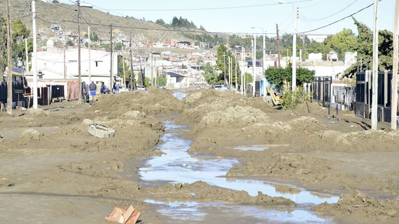 Linares: aún queda mucha asistencia individual