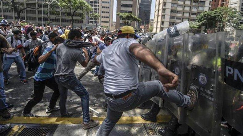 Muertos  y más de 170 detenidos en otra jornada violenta