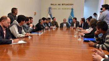 La reunión con funcionarios, empresarios y sindicalistas que se desarrolló ayer en Rawson.