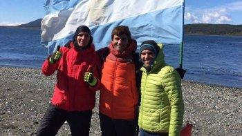 Eduardo Amado, Pablo Maccari y Juan Manuel Tetamanti integrantes de NAF Comodoro en el Canal del Beagle.