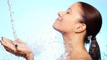 la importancia de mantener la piel hidratada  y saludable