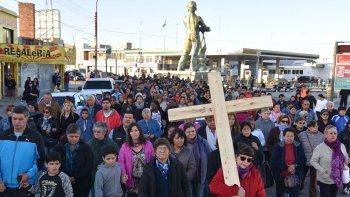 La procesión protagonizada por cientos de fieles católicos unió las parroquia San Juan Bosco y Virgen del Valle.