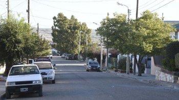 Una banda integrada por dos hombres y una mujer asaltó la vivienda del arquitecto en esta calle del barrio San Isidro Labrador.