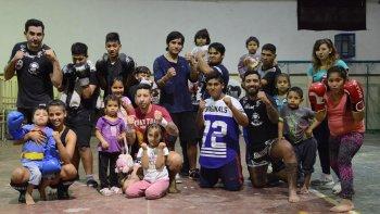 El gimnasio de Darío Achaval se sumó a la iniciativa de la coordinación del centro de evacuados del barrio San Cayetano, donde residen más de 50 personas.