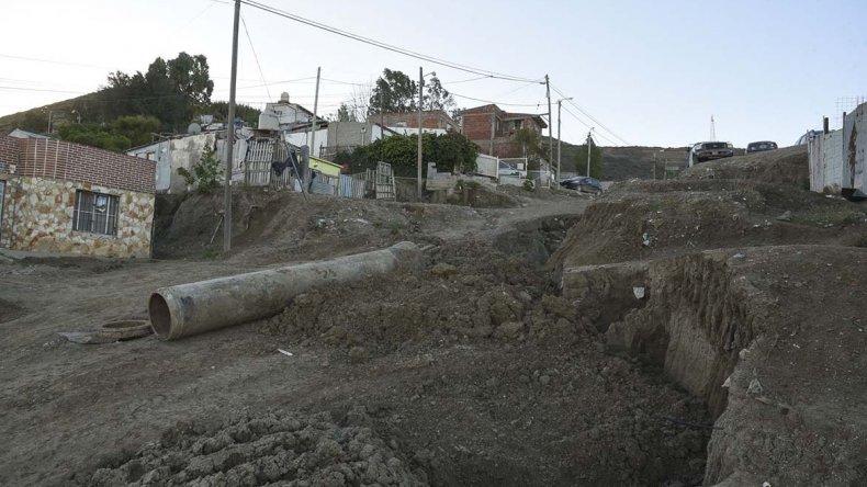 Los vecinos de la parte alta del Jorge Newbery reclaman asistencia para los problemas edilicios que sufren luego del temporal.