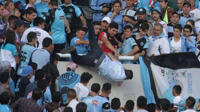Cuatro detenidos por el ataque al hincha en la tribuna de Belgrano