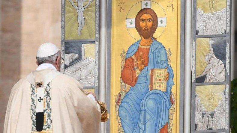 El Papa celebró la misa de Pascua ante los fieles en el Vaticano