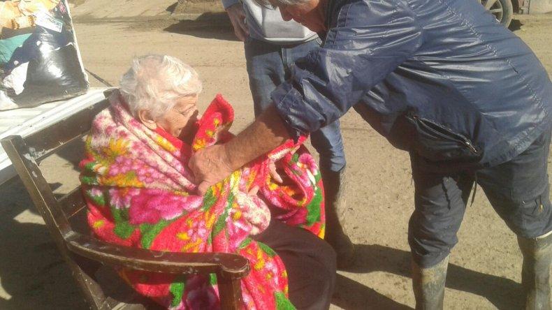 Rescataron a una abuela de 94 años tras el temporal
