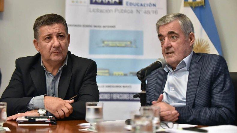 Das Neves encabezó el acto de licitación para mejorar dos escuelas del valle.