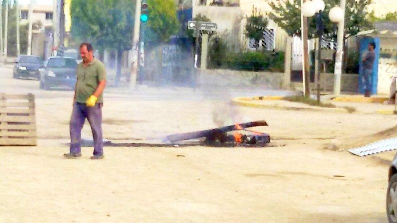 En el San Cayetano exigen que regrese la maquinaria pesada