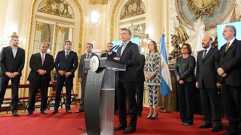 Macri participó de un acto en el que anunció acuerdos con gobernadores provinciales sobre reducción del Estado.
