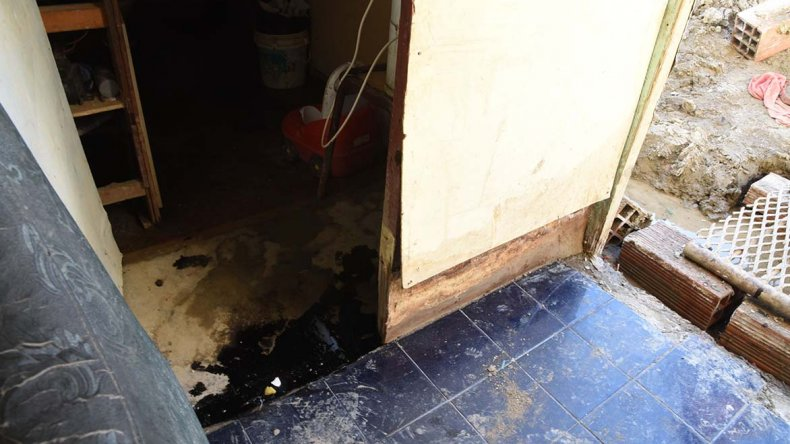 YPF ayer inspeccionó la vivienda contaminada con petróleo