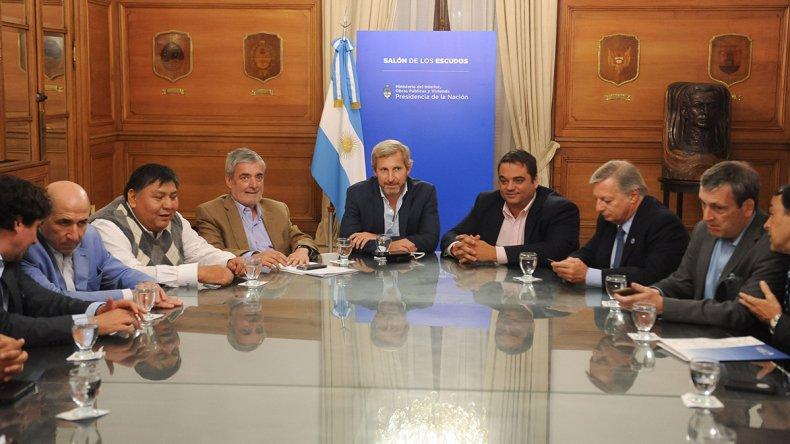 La cumbre que se desarrolló ayer por la tarde en la Casa Rosa con la presencia de ministros nacionales.