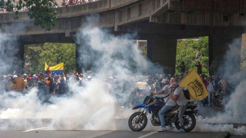 Dos muertos en la masiva marcha contra Maduro