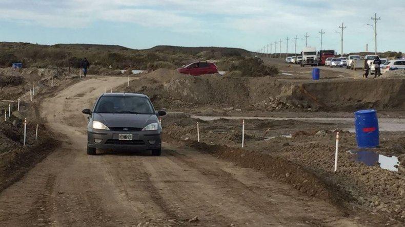 Docentes de Caleta Córdova piden seguridad en el puente de acceso