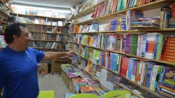 Pablo Fontana, propietario de una librería céntrica, admitió que este año ni siquiera arrancó la venta de libros escolares porque tampoco se iniciaron las clases en las escuelas públicas.
