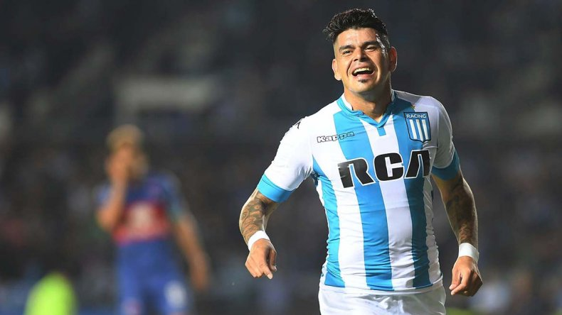 Gustavo Bou anotó dos goles ayer.