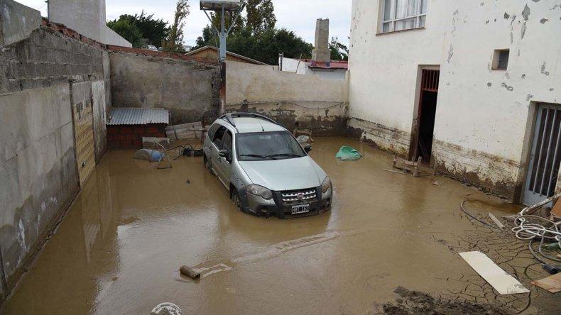 En todos los barrios se registraron importantes pérdidas materiales a raíz del temporal.