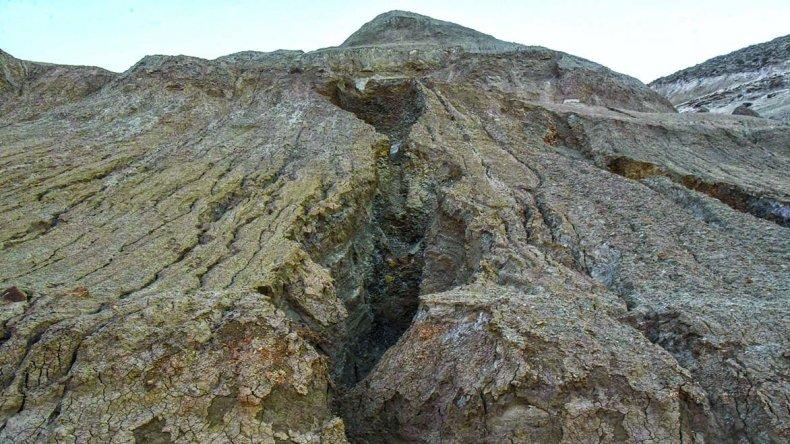 El aterrazamiento que da hacia el casco céntrico evitó el anegamiento de esa parte del ejido. En las restantes laderas